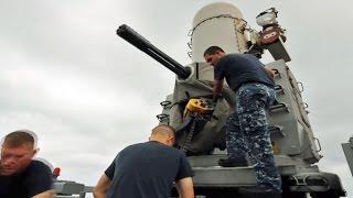 ファランクス CIWS・20mm弾の装填作業 (近接防御火器システム)