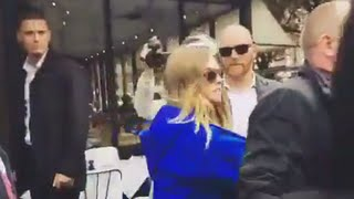 cara delevingne aggressively pushes paparazzo then runs away