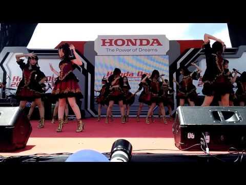 JKT48 Tim J - Kaze wa Fuiteru + Pioneer + Takane no Ringo at Honda Day ICE BSD 291016