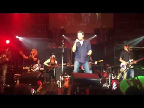 blake-shelton---guy-with-a-girl---live-at-cowboys-dancehall-pop-up-show-in-san-antonio-9-21-2018