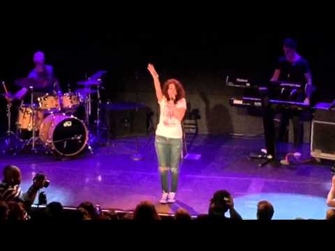"Alessia Cara  "" Four Pink Walls "" & "" Seventeen "" Live NYC Bowery"