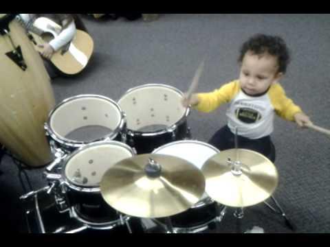 Urayo�n on the little Ludwig set in Skip's in Elk