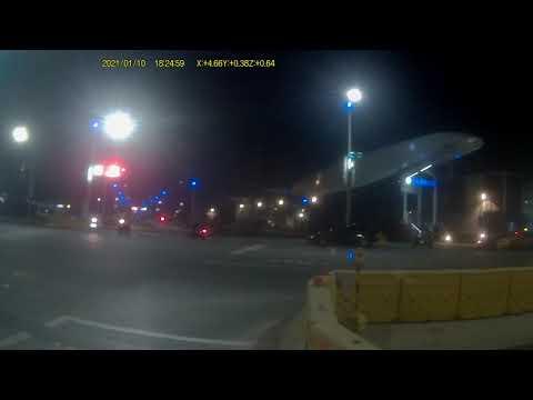 (高雄交通日常)紅燈違規右轉也要看一下左方有無來車吧?