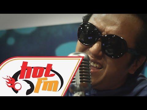 RADHI OAG - AKUSTATIK x 60's TV (LIVE) - #AkustikaAMKrew