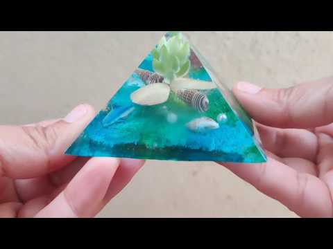 How to make a keepsake with resin pyramid mold
