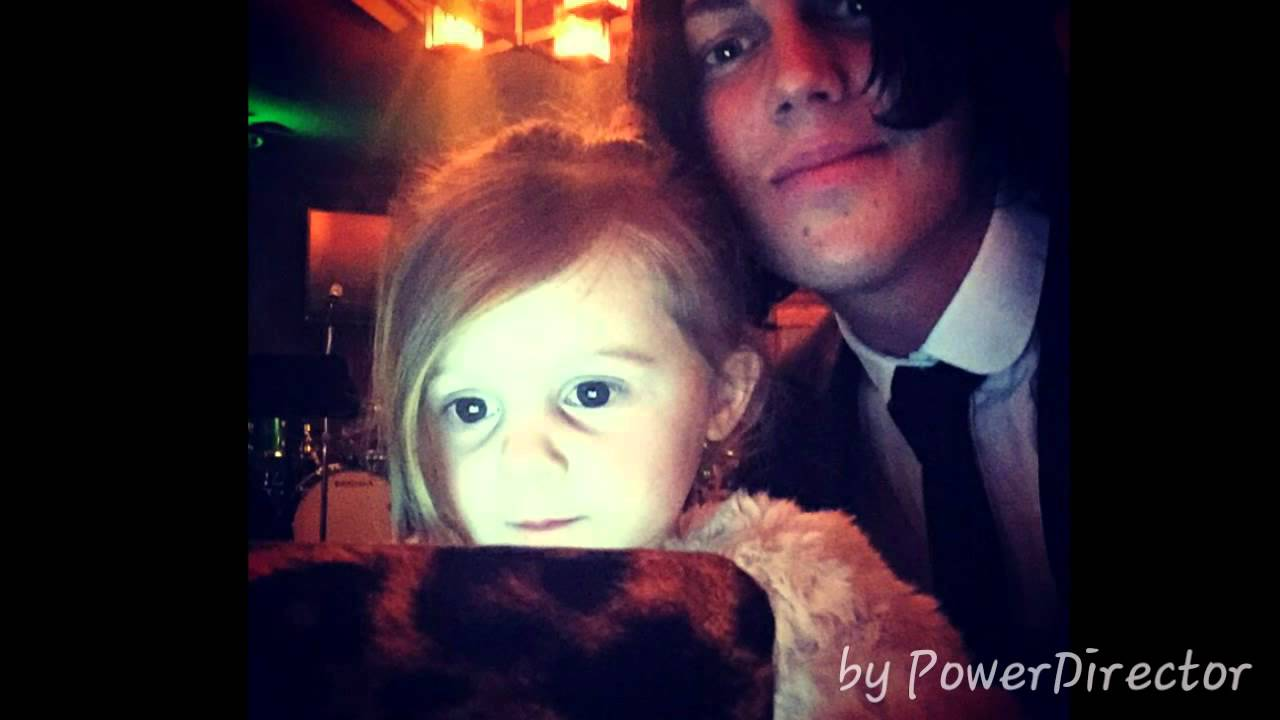 Kellin Quinn and her Daughter Copeland Quinn♡ - YouTube