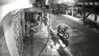 02 homens + 01 moto = ASSALTO kkk