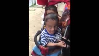 2 em nhỏ tật nguyền hát rong ở chợ để mưu xinh...xem mà ứa nước mắt..