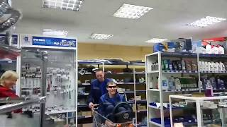 Магазин запчастей в пятницу(, 2017-04-01T13:35:28.000Z)