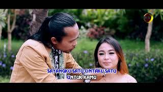 Dewi Ayunda feat. Arya Satria - Sayangku Satu