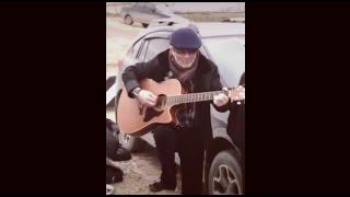 Дед решил вспомнить молодость... Блатные песни на гитаре.