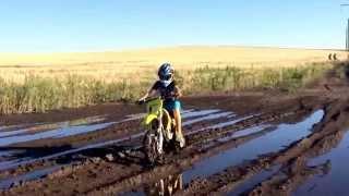 Dirt biking in mud rm85/crash