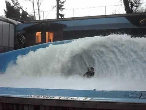 Piscina de onda mall sport santiago chile 2011 youtube for Olimpia piscina de onda