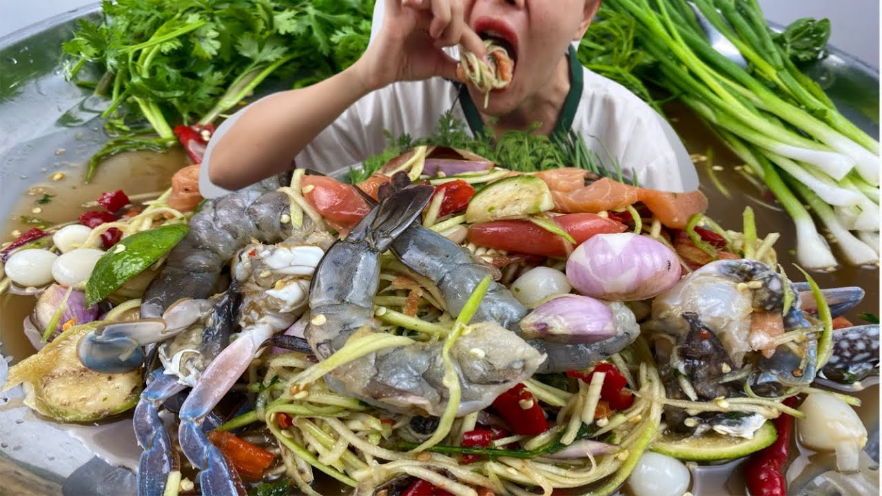 ยำปูม้ากุ้งสดแซลมอน น้ำปลาร้านัวๆแซบๆจ้า 4/7/2020