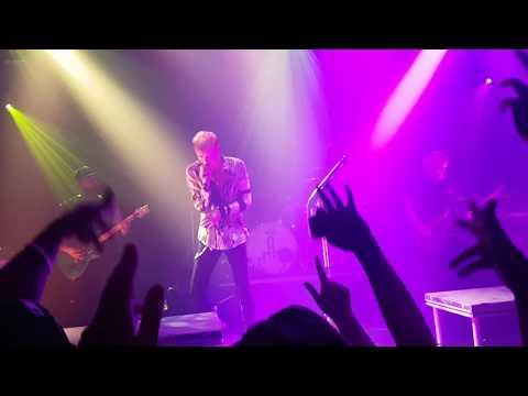 Machine Gun kelly - Merry go round Live