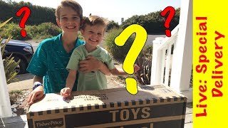 Choo Choo Channel gets a SUPER delivery - Thomas and Friends Super Station