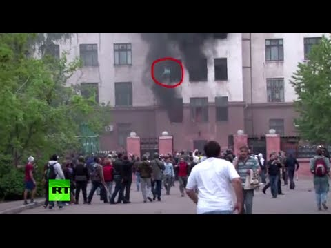 Shocking Odessa video: Trapped people jump out of burning building