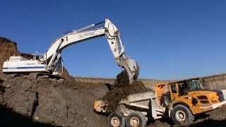 volvo ec480d excavator loading volvo a30 dumpers with clay