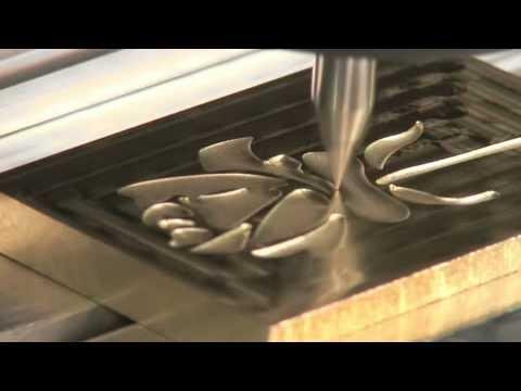 Cắt CNC hoa hồng vàng mừng năm mới 2013