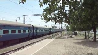 RED WAP LONGEST : WAP-4 DAILY 12625 KERALA NDLS-TVC EXPRESS
