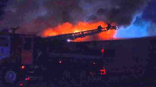 Крупный пожар на продуктовом складе в Брянске потушен(, 2015-10-30T09:22:12.000Z)