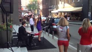 Gambar cover WOW Very beautiful lady singing Sting... Street music