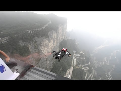 Record-setting Chinese wingsuit pilot rockets through