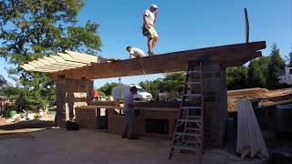 Gambar cover Pergola With an Outdoor Kitchen