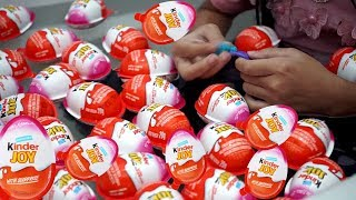 Pesta Mandi Kinder Joy 💖 Bath Time with 40 Surprise Egg in Bathtub 💖 Mainan Anak Let's Play