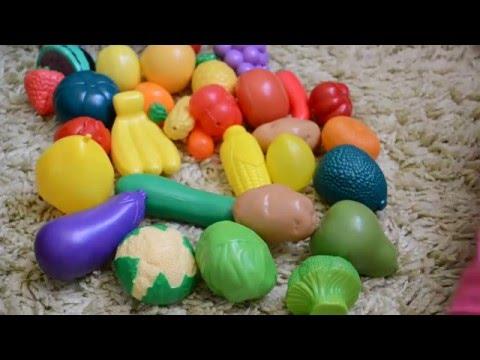 Овощи, фрукты распознаём на ощупь, играем в игру Чудесный мешочек.