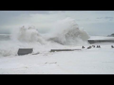 Japón sufre el peor tifón del siglo