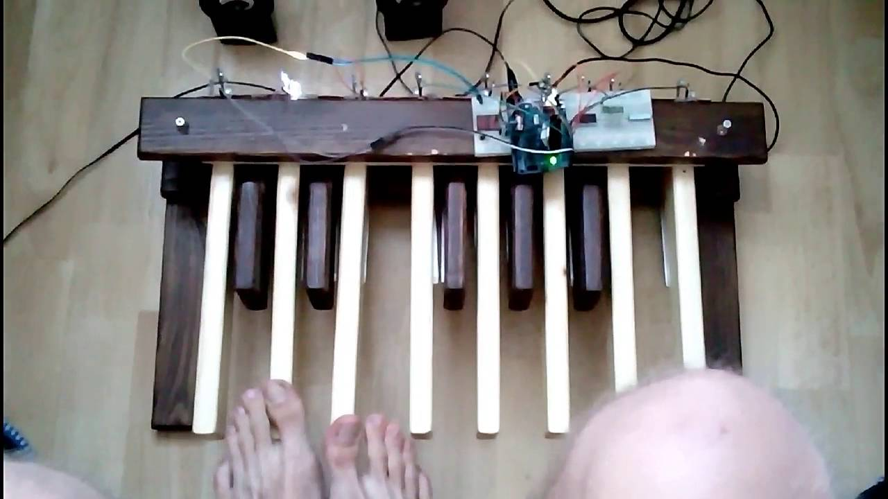 DIY organ pedalboard powered by Arduino