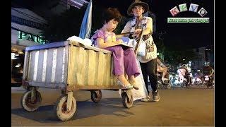 Ông ngoại bị tai biến đẩy xe quanh chợ Tân Mỹ xin ve chai nuôi cháu mồ côi