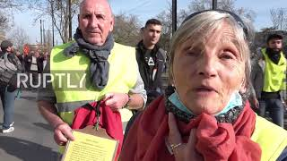 France: Nantes police tear gas Yellow Vests protesters