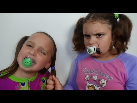 "����� Bad Baby Victoria vs Crybaby Annabelle "" Eats Cockroach"" Toy Freaks Family"