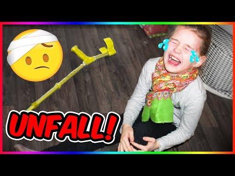 BEIN GEBROCHEN?!😨  Lulu PRANKT Mama! Lulu & Leon - Family and Fun
