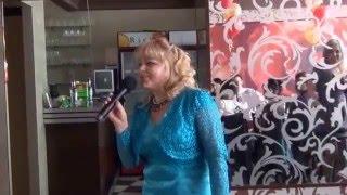Мама поет на свадьбе