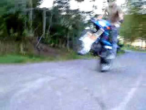 suzuki rmx wheelie
