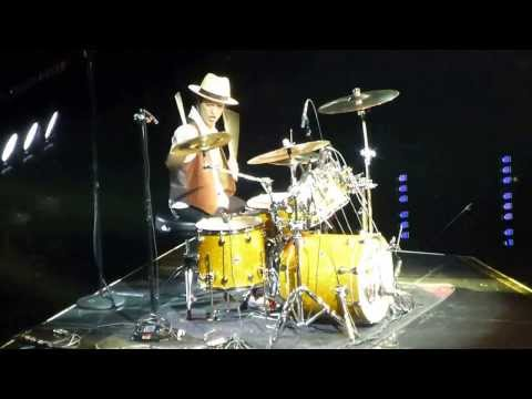bruno-mars---drum-solo-&-locked-out-of-heaven-@-sap-arena-mannheim-20-10-2013