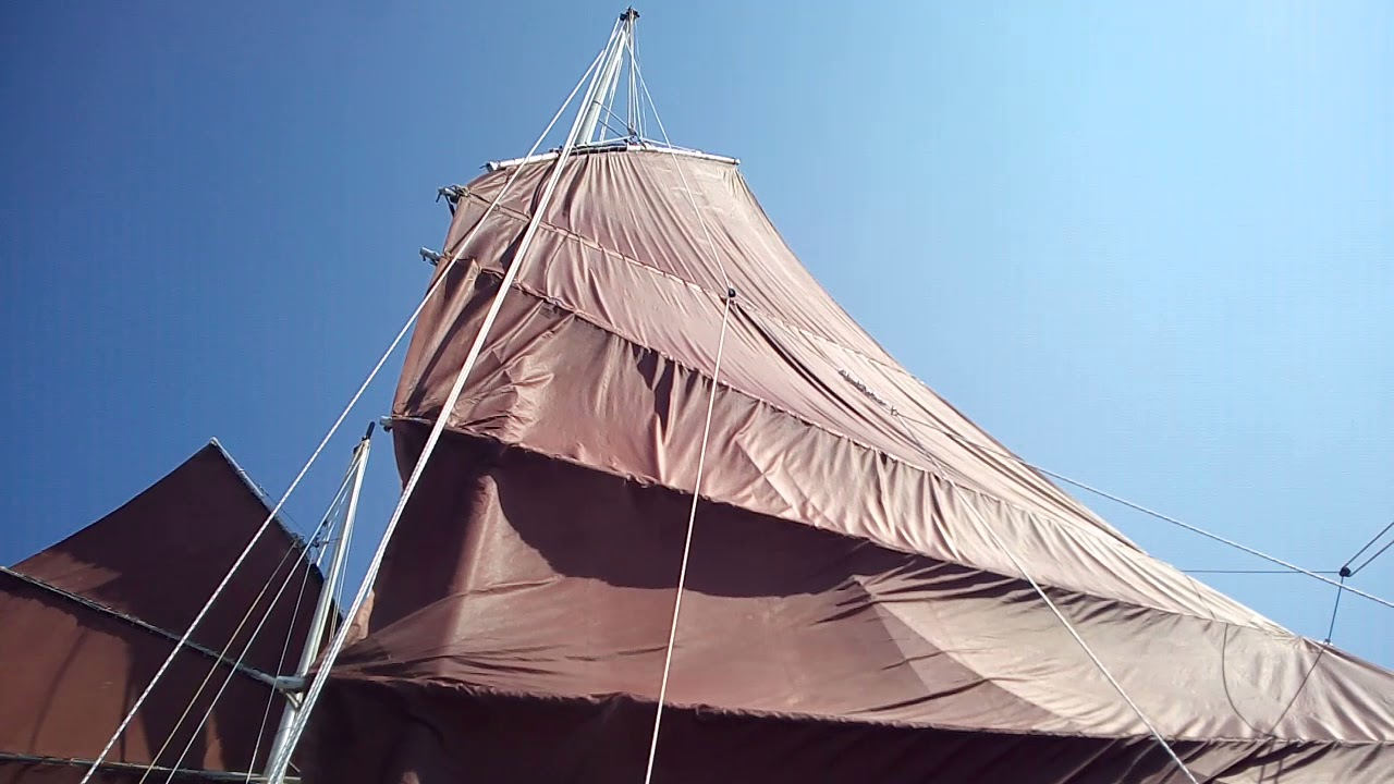 Junk rig shooner Hai Kung Chu under sails _ 2