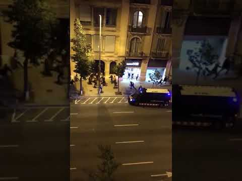 Brutal Video of Spanish police trying to hit civilians Barcelona Catalonia protest