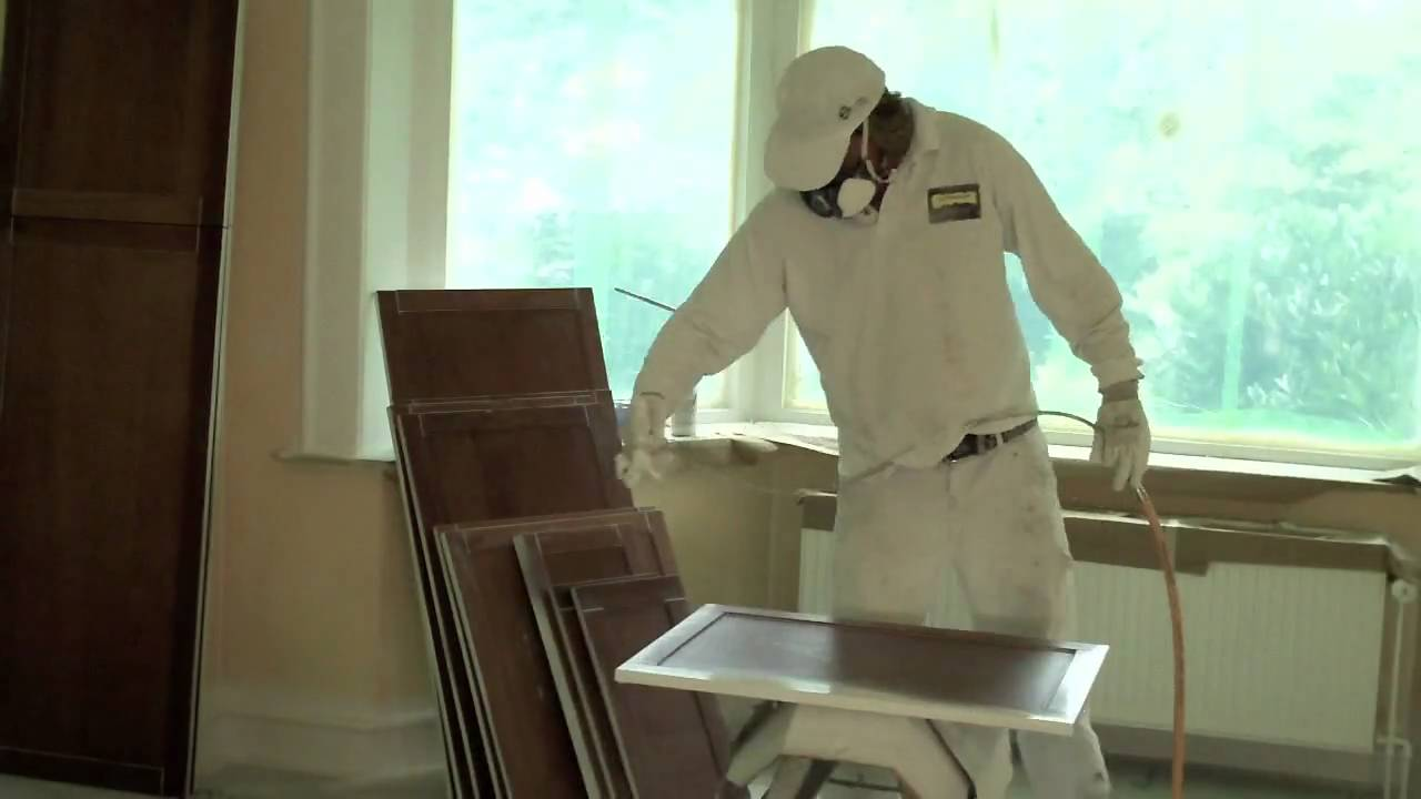 Keukenkastjes Verven Hoogglans : Spuiten keukendeurtjes youtube