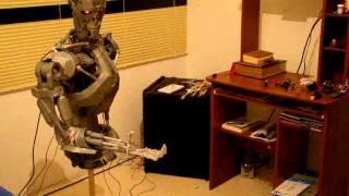 Terminator robot animatronic modeloT-800 video 2