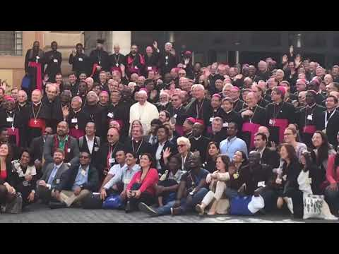 Pamiątkowe zdjęcie na zakończenie Synodu o młodzieży