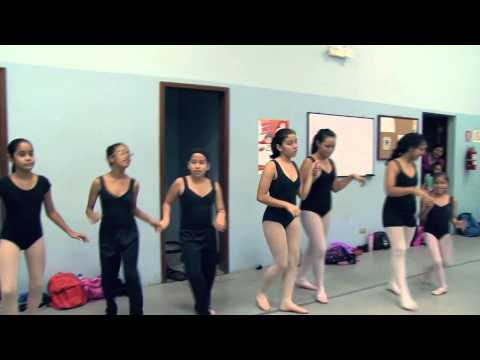 Salsa Rueda workshop with young TCA ballet students in Guayaquil