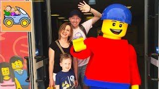 😃 Горы Лего и Селфи с Lego Man на ФАБРИКЕ ЛЕГО в парке развлечений Legoland Изнанка ВЛОГ для детей