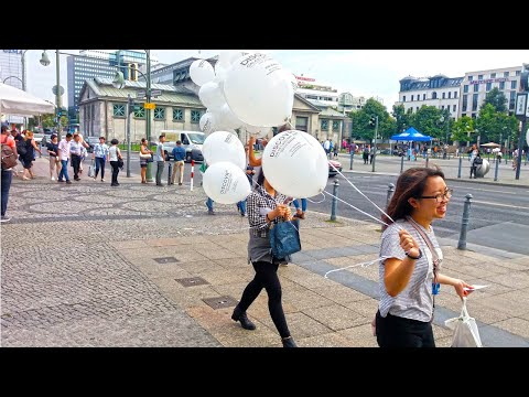Luftballonwerbung - Samsung Wirbt Mit Helium Befüllten Werbeluftballons In Berlin