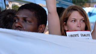 تظاهرات في باريس لمطالبة الحكومة الفرنسية بإستقبال اللاجئين السوريين
