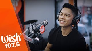 "Carlo Aquino performs ""Komplikado"" LIVE on Wish 107.5 Bus"