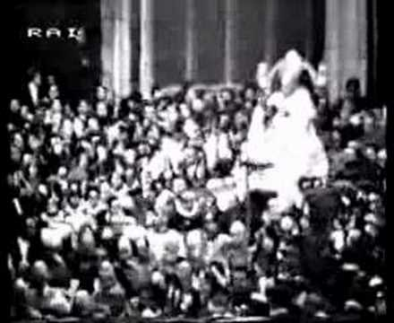 Papal Coronation 03 -Into the Basilica